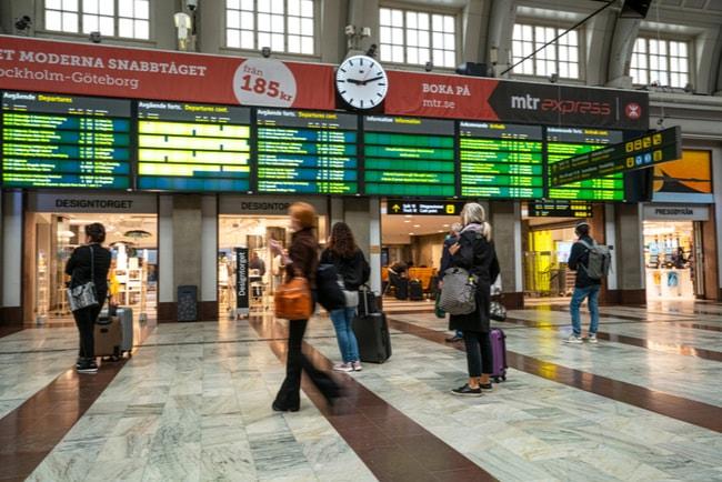 folk i rörelse på stockholms centralstation