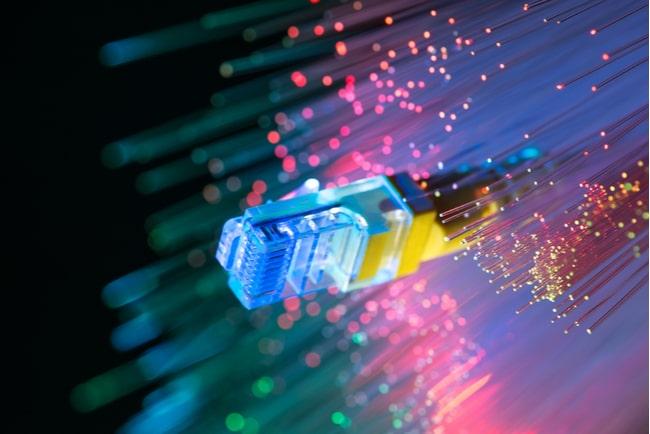 kablar med fiberoptisk bakgrund