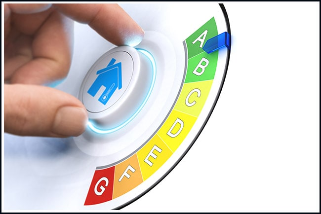 hand vrider ratt som symbol för att göra ett hem mer energieffektivt